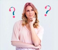 Billede af en forvirret kvinde med spørgsmålstegn i baggrunden, billedet illustrerer, at det er almindeligt at have mange problemer i forbindelse med menstruation og o.b. har forsøgt at løse dem her.
