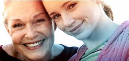 Billede af to kvinder, en ældre på venstre side og en ældre på højre side. Billedet illustrerer historien af o.b. og vi har bidraget til at øge livskvaliteten i mere end 60 år.